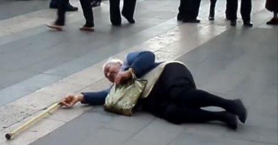 «Թքեմ նման հայի երեսին». ՀՀԿ-ի տատիկին գցեցին գետնին