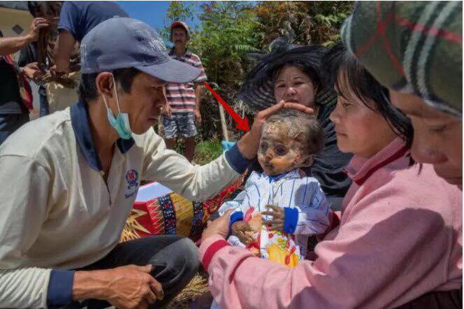 Их ребенок пропал, а через несколько лет они узнали в кукле знакомые глаза….