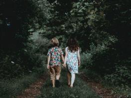Կարևոր խորհուրդներ. ինչպես տղա երեխային սովորեցնել շփվել աղջիկների հետ