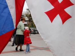 Россия и Грузия обсуждают открытие «армянских» коридоров через Южную Осетию и Абхазию. Коммерсант