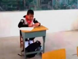 13-ամյա տղան դասարանում միայնակ էր նստում, նրա մոտ քաղցկեղ էին հայտնաբերել և ուսուցիչը կարծում էր, որ նա կարող է վարակել մյուսներին