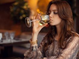 Ալկոհոլային ո՞ր խմիչքն է ամենից շատ ազդում կանանց սեռական ցանկության վրա