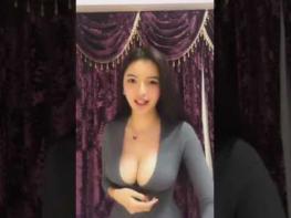 Ուզո՞ւմ եք տեսնել, թե ինչեր է անում իր հսկայական կրծքերով այս աղջիկը (18+)