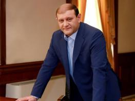 Տարոն Մարգարյանն ընտանիքի հետ լքել է Հայաստանը.«Հրապարակ»
