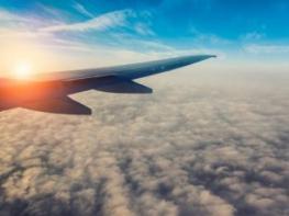 ՍԱ ՊԱՅԹԵՑՐԵԼ Է ՀԱՄԱՑԱՆՑԸ. Ինքնաթիռի ուղևորները ամպերի վրայով քայլող մարդու են լուսանկարել. ՖՈՏՈ