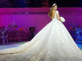Гости были в восторге от платья невесты, но они еще не видели свадебный торт…