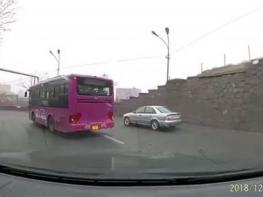 Երևանում ավտոբուսը դուրս է եկել հանդիպակաց գոտի. սենսացիոն տեսանյութի հերոսը պատժվել է