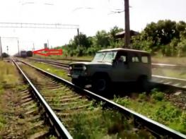 «УАЗ»-ի վարորդը մինչ գնացքի հասնելը չկարողացավ մեքենան դուրս բերել ռելսերի արանքից